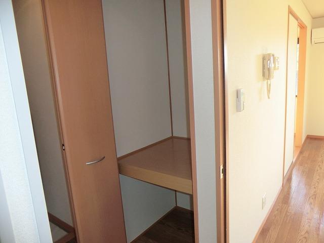 レジデンス大岡B 102号室の収納