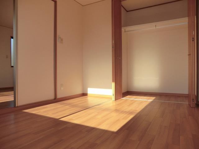 レジデンス大岡B 102号室のリビング