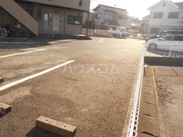 サマーブリーズⅠ 102号室の駐車場