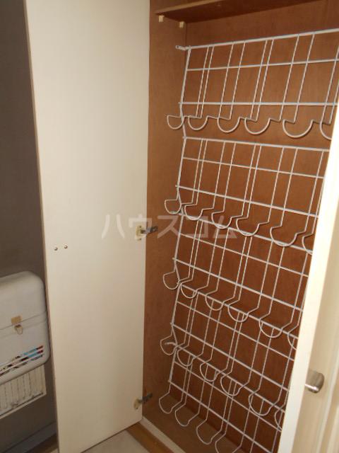 サマーブリーズⅠ 102号室の収納