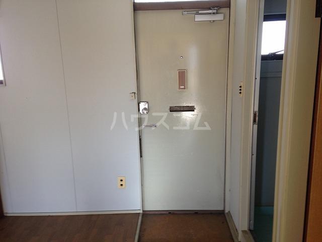 ハイツ若草 B棟 203号室の玄関
