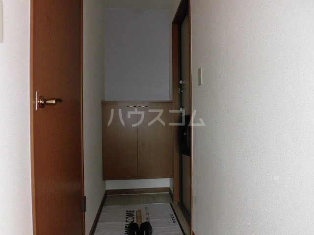 ルミエール植出 202号室の玄関