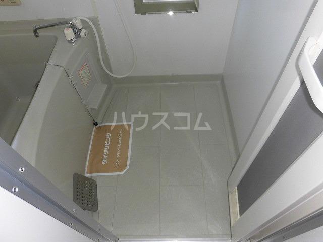 ルミエール植出 202号室の風呂