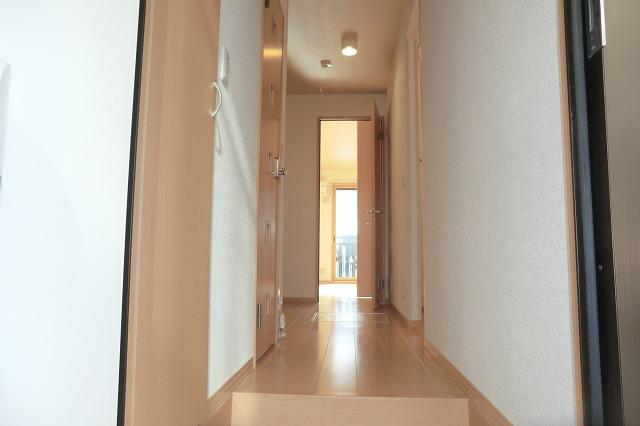クレールアヴニール B 111号室の玄関