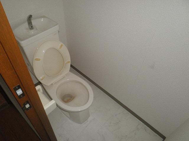 HIGASHIYAMA 306号室のトイレ