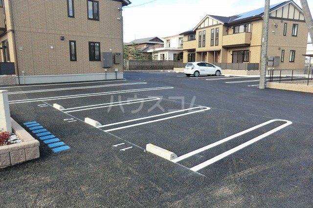 シャルマン ヴィー B 202号室の駐車場