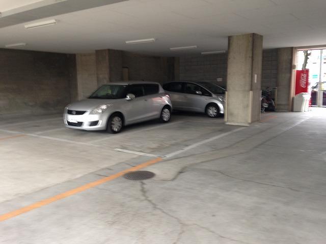 第二大嶽ビル 401号室の駐車場