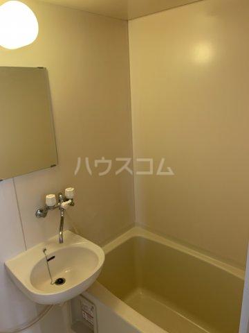 イーストノーヴァ 101号室の洗面所