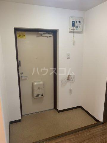 サンモール亀山 205号室の玄関