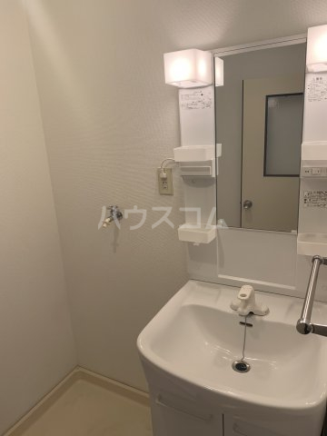 サンモール亀山 205号室の洗面所