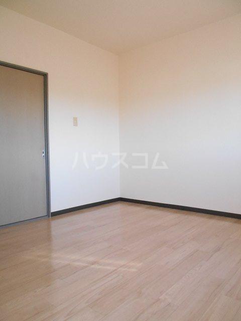 プチメゾンミカドⅡ 103号室の居室