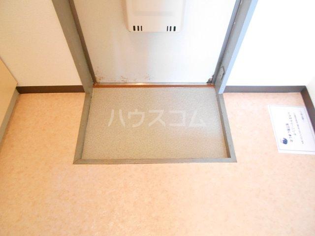 プチメゾンミカドⅡ 103号室の玄関