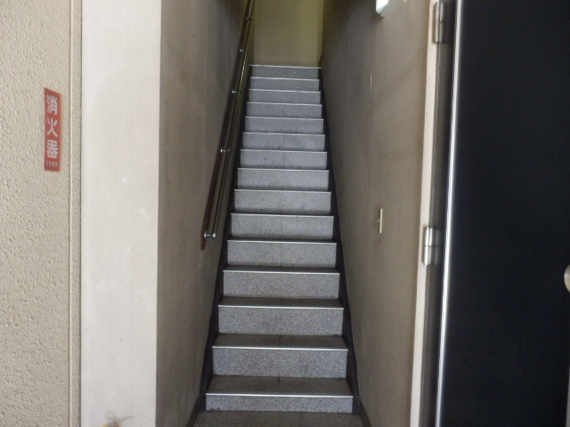 丸山ビル 20A号室のエントランス