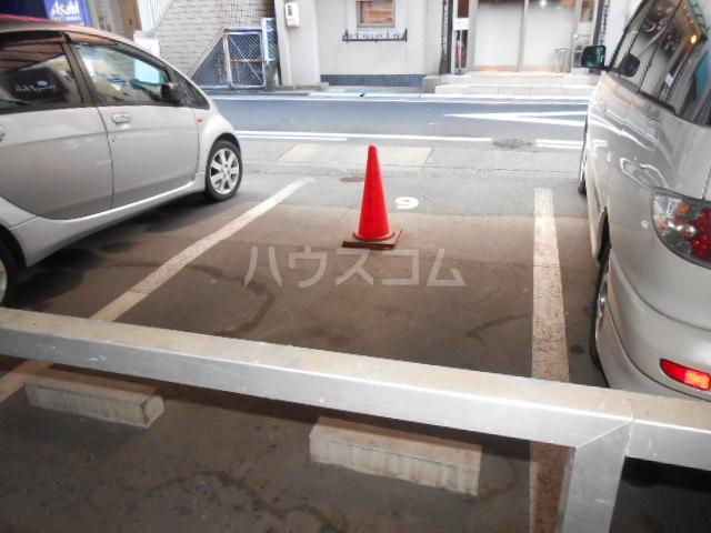 プラゼール 2B号室の駐車場