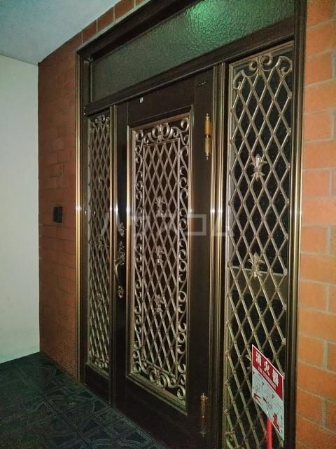 第二鳥居ビル 3号室の玄関