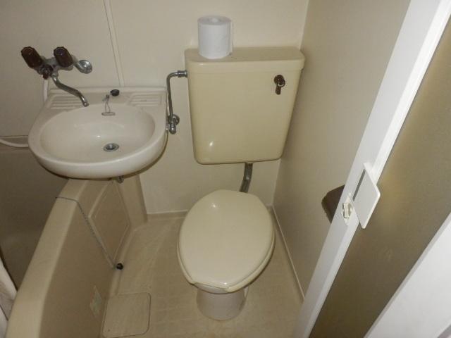 TIマンション 206号室のトイレ