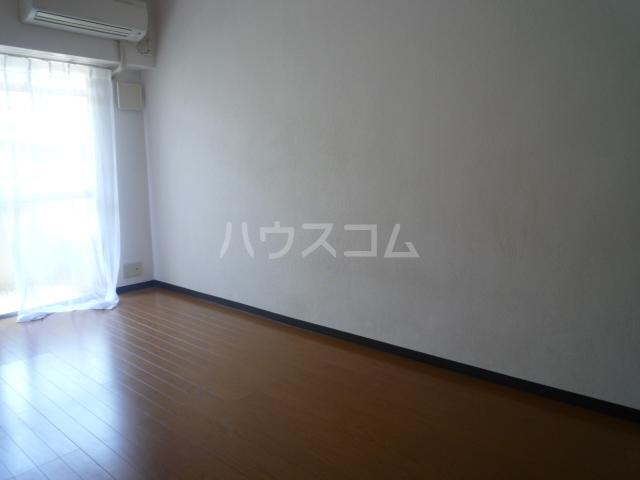 レジェンドミヤタ 203号室のリビング