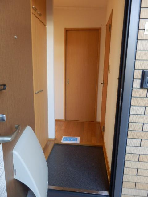 ガーデンガリジェ 202号室の玄関