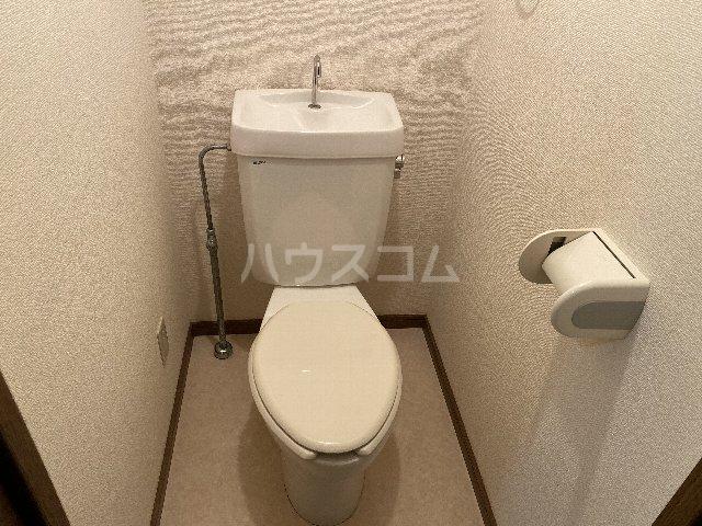 ドルフ亀島Ⅳ 103号室のトイレ