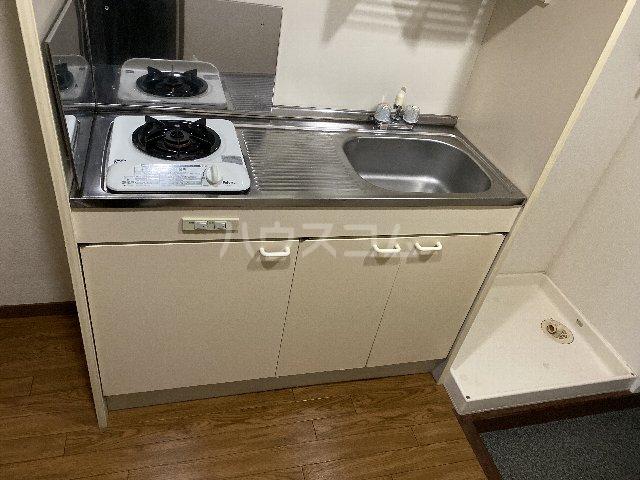 ドルフ亀島Ⅳ 103号室のキッチン