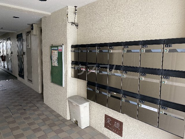 ドルフ亀島Ⅳ 103号室のエントランス