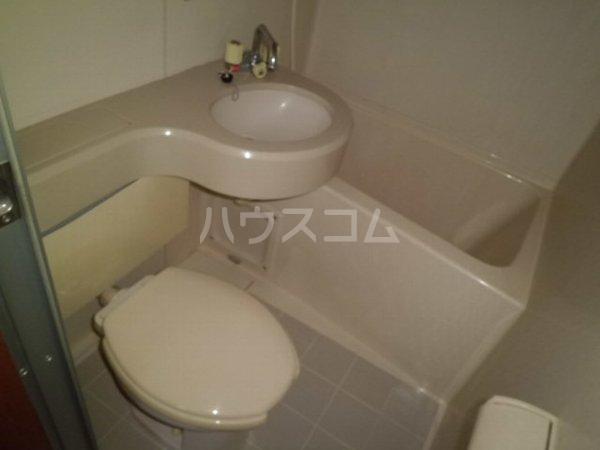 ヴィオロン松崎 101号室のトイレ