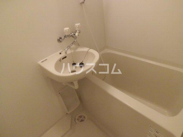メゾン・たくづの 203号室の洗面所