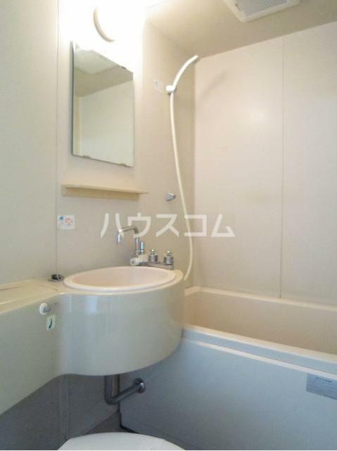 ストークハイツ田口 205号室の洗面所