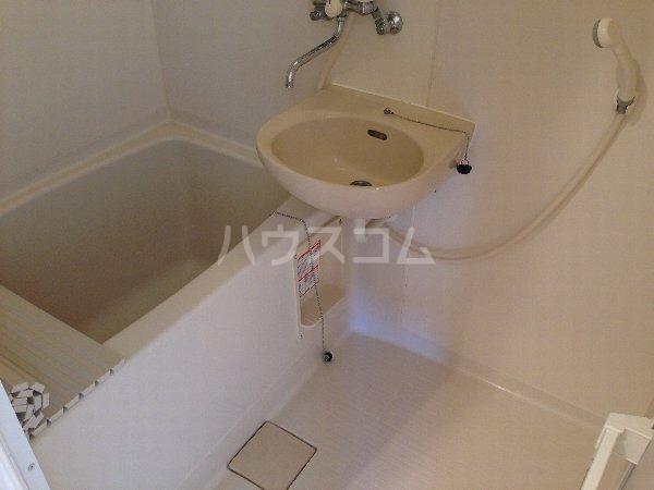 能見台ロイヤルコート 105号室の風呂