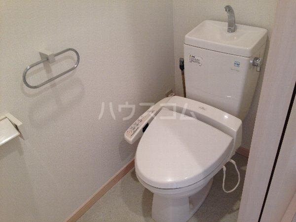 能見台ロイヤルコート 105号室のトイレ