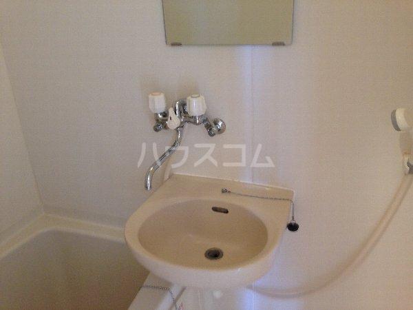 能見台ロイヤルコート 105号室の洗面所