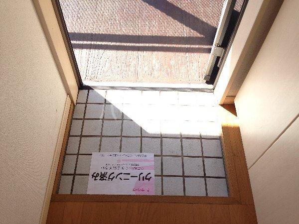 能見台ロイヤルコート 105号室の玄関