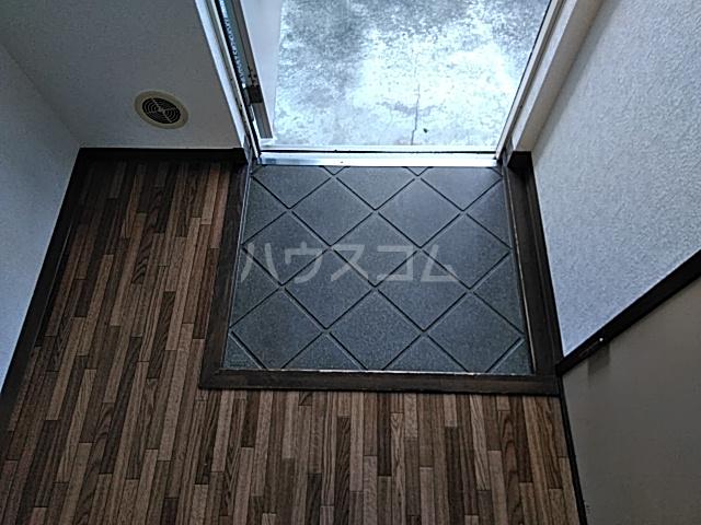 アイネス能見台 102号室の玄関