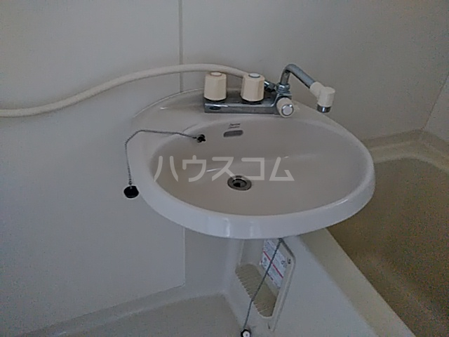 アイネス能見台 102号室の洗面所