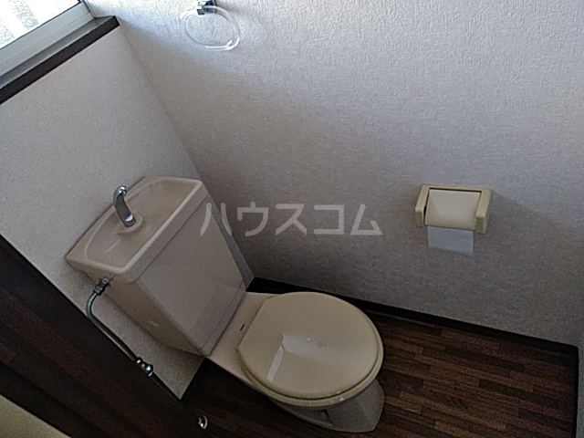 アイネス能見台 102号室のトイレ