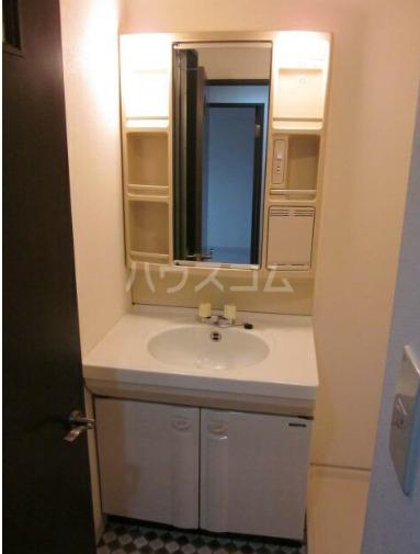 ペルレ金沢文庫 404号室の洗面所