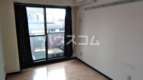 湘南金沢文庫ハイツ 206号室のリビング