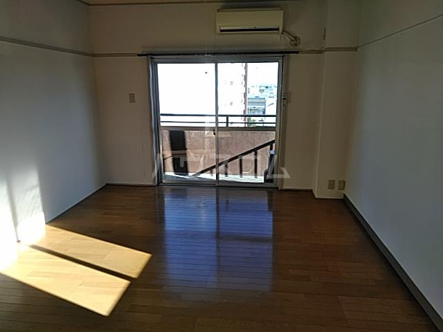 西川ビル 703号室のリビング