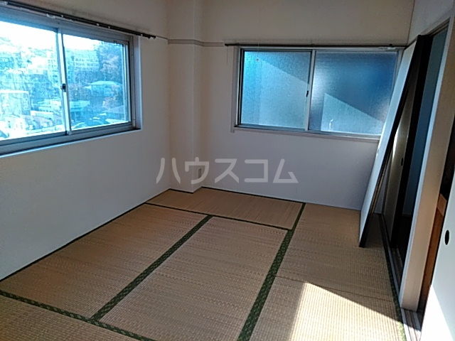 西川ビル 703号室の居室