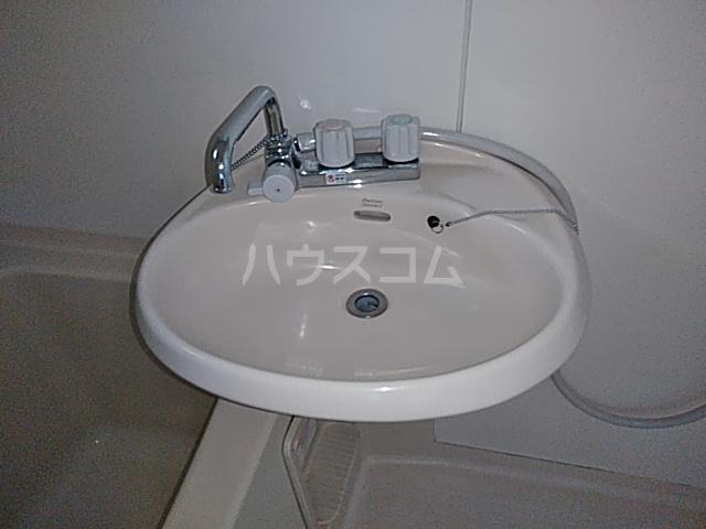 メゾンSⅠ 102号室の洗面所