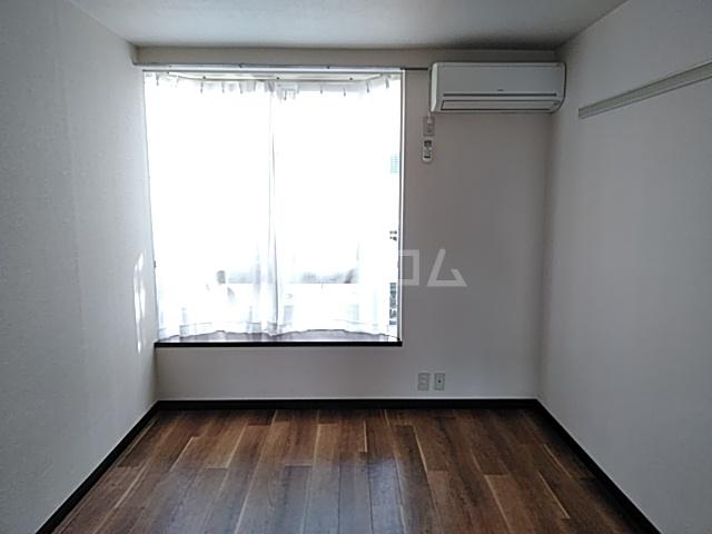 メゾンSⅠ 102号室のベッドルーム