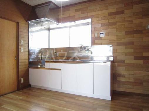 米山アパート 201号室のキッチン
