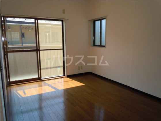 メゾンド角田Ⅱ 202号室のリビング
