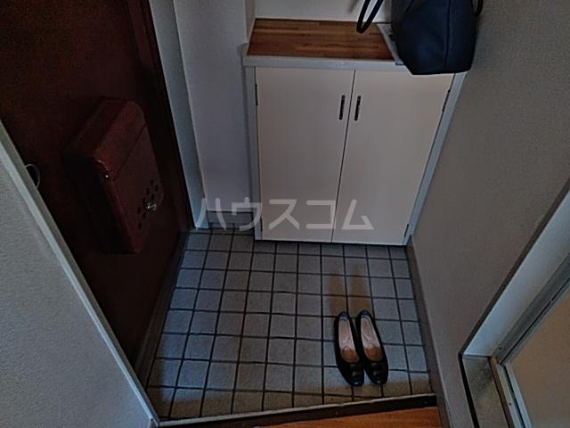 綾瀬桜マンション 202号室の玄関