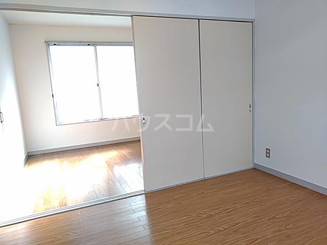 綾瀬桜マンション 202号室の居室