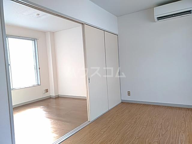 綾瀬桜マンション 202号室のリビング