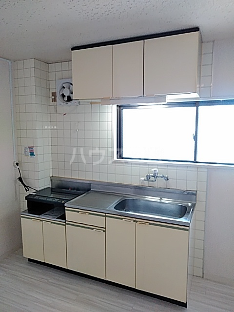 ラバーゼ東綾瀬 304号室のキッチン