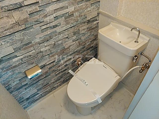 ラバーゼ東綾瀬 304号室のトイレ