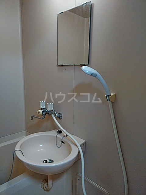 三輪ビル 302号室の洗面所