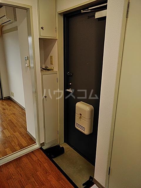 三輪ビル 302号室の玄関